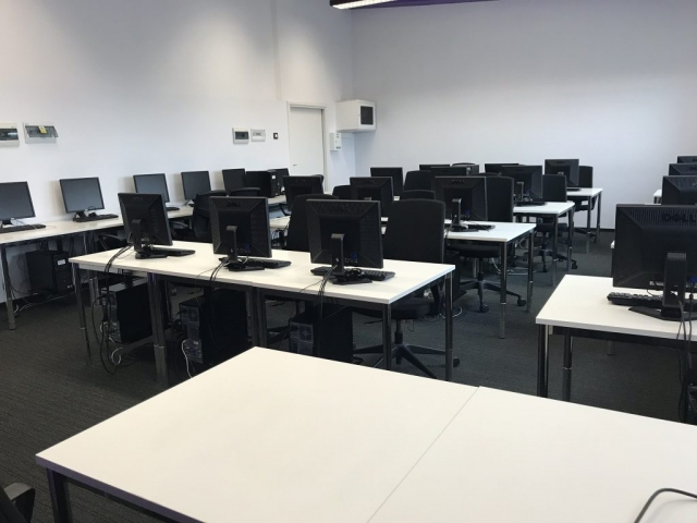 Komputerowa sala na szkolenia